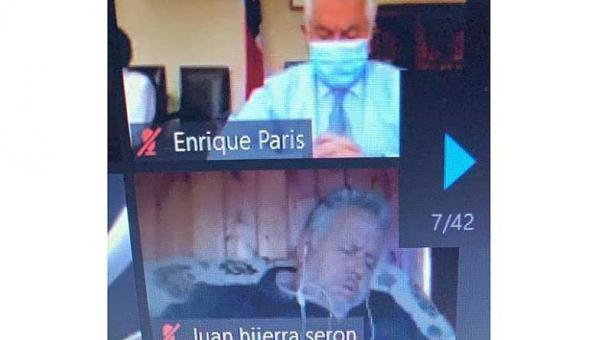 Alcalde en Chile es captado mientras duerme en reunión virtual