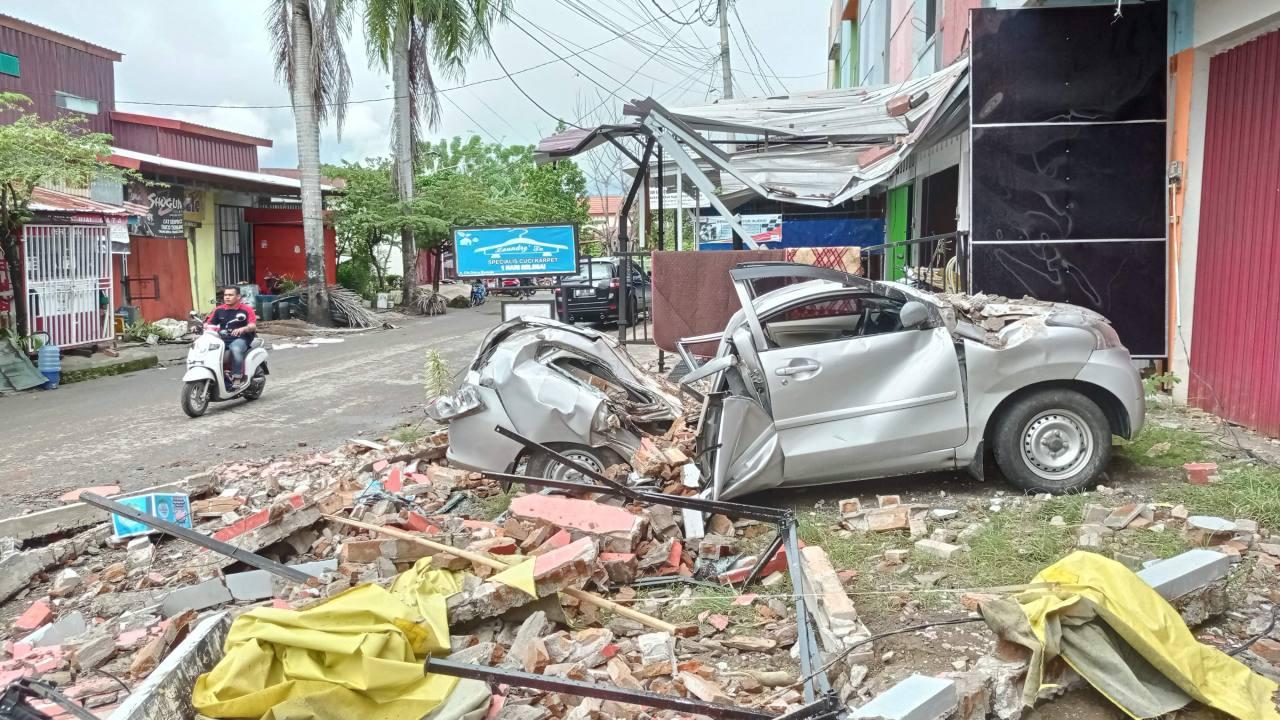 Al menos 37 muertos por sismo de magnitud 6,2 en Indonesia