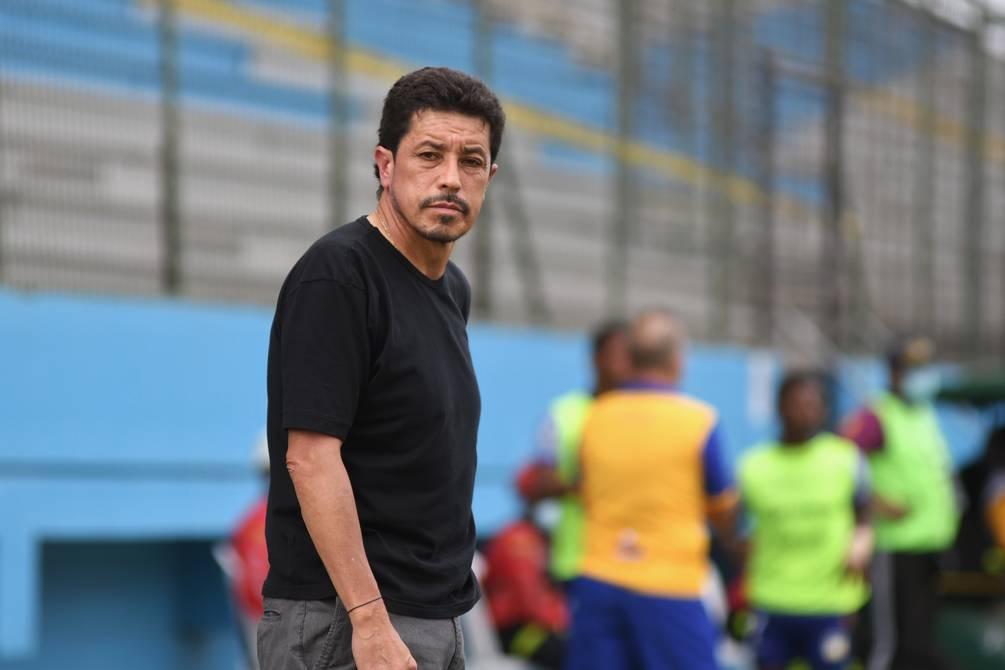 'Rodarán cabezas', el aviso del DT Paúl Vélez ante la mediocre campaña de Delfín de Manta
