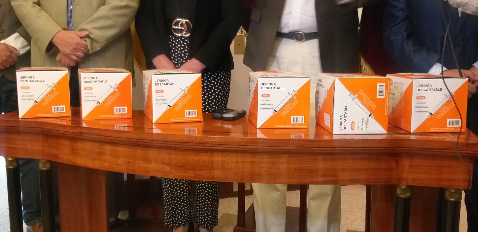 Club Rotario Tomebamba dono 39 mil jeringuillas para continuar con el proceso de vacunación