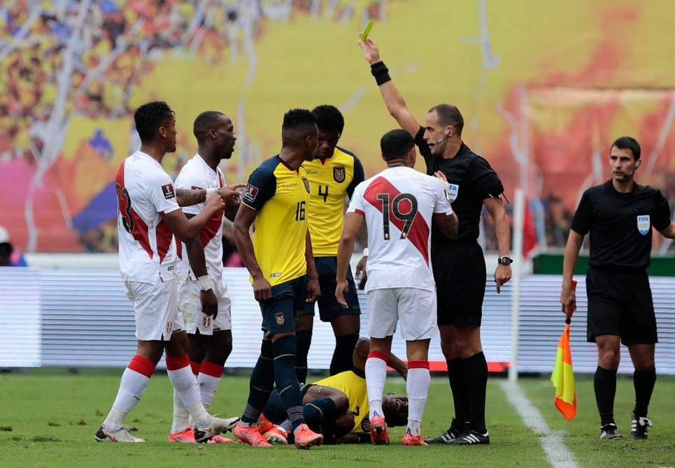 Ecuador, con pobre nivel, cae con colista Perú; doble fecha termina sin puntos