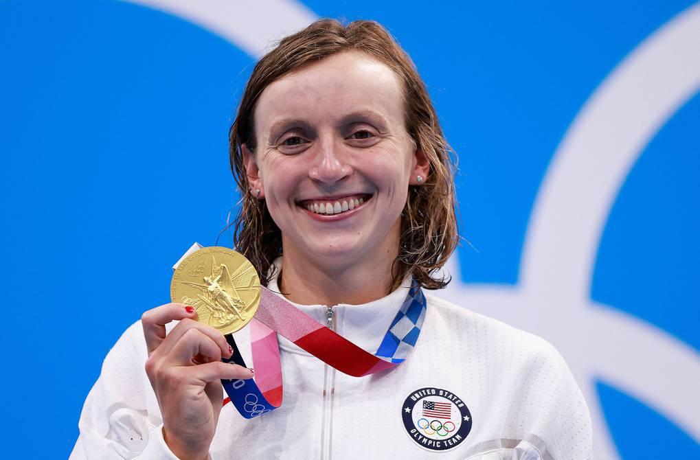 Katie Ledecky, de Estados Unidos, se reencuentra con la gloria al ganar el oro en los 1.500 de natación