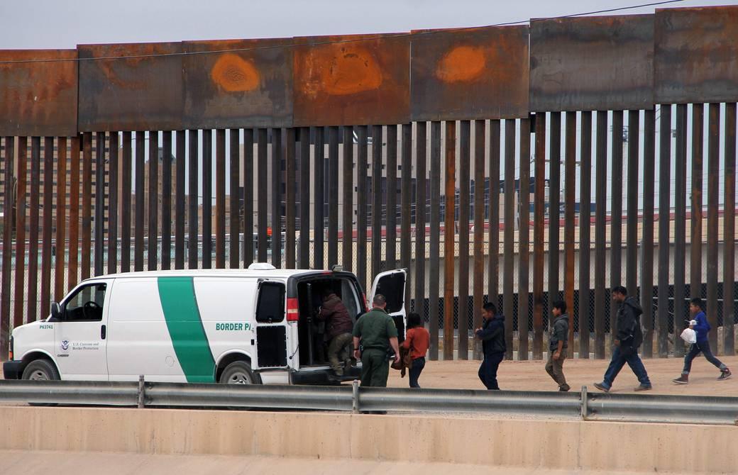 Familias en proceso de deportación podrán solicitar asilo o amparo, anunció la Casa Blanca