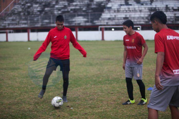 El Cuenca asegura contrato con dos prospectos Sub 16