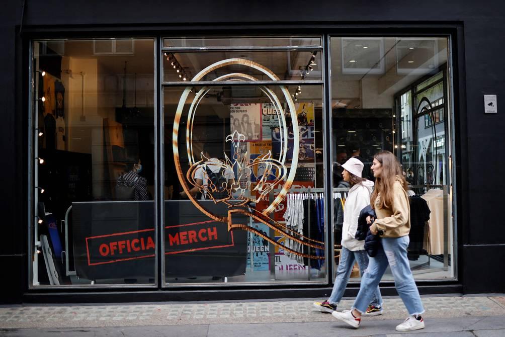 Queen abre una tienda en Londres en su aniversario 50