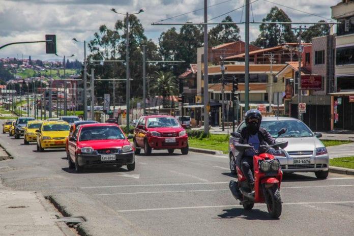 Cada vez circulan más vehículos en Cuenca