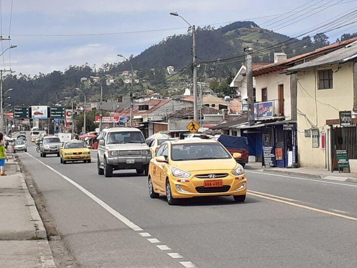 Reparos a unidireccionalidad vial en ingreso sur a Cuenca