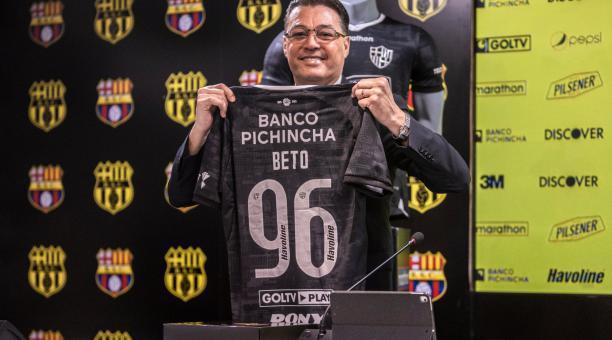 Barcelona no realizará fichajes 'caros' para el 2022