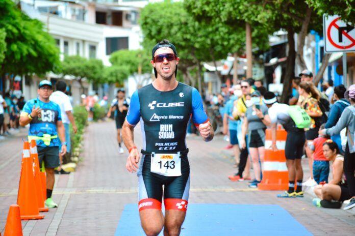 David Palacios conquista el «Challenge» en el Triatlón de Galápagos
