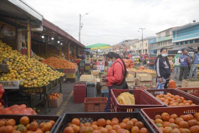 La ciudadanía relaciona la subida de precios de productos con el alza de combustibles
